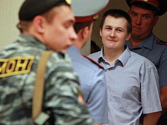 Осужденный лидер неонацистов Лев Молотков в зале Мосгорсуда, 11 июля 2011 года. Фото РИА Новости, Андрей Стенин