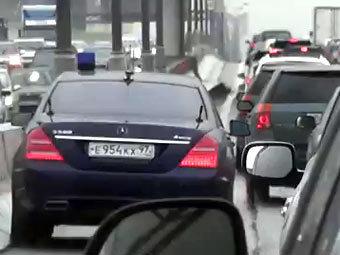 Ведомственный автомобиль Сергея Шойгу. Кадр видеоролика с сайта YouTube