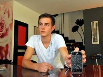 Владелец одного из взорвавшихся айфонов. Фото с сайта laprovence.com