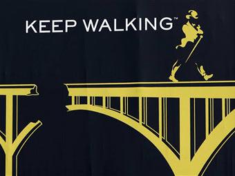 Фрагмент рекламного плаката виски Johnnie Walker. Фото (c)AP