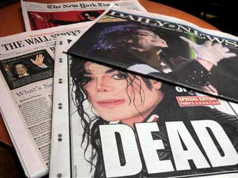 Передовицы газет, посвященные смерти Майкла Джексона. Фото (c)AP