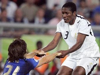 Эпизод матча ЧМ-2006 Италия - Гана. Фото AFP