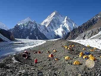 Лагерь альпинистов перед пиком К2. Фото AFP