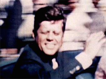 Джон Кеннеди за несколько секунд до первого выстрела. Кадр кинохроники