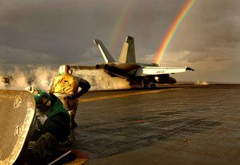 F/A-18 на старте с авианосца. Фото ВМС США