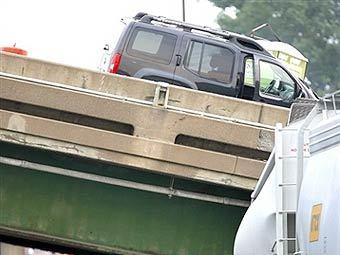 Рухнувший мост в Миннеаполисе. Фото AFP