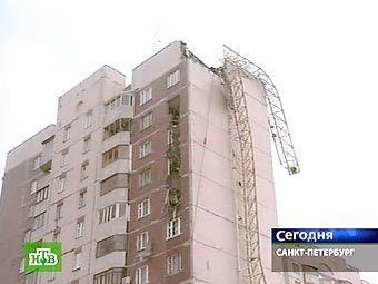 Последствия обрушения крана в Санкт-Петербурге. Кадр телеканала НТВ