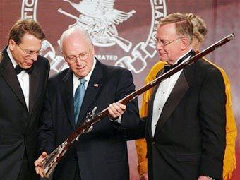 Вице-презиеднт США Дик Чейни (в центре). Фото AFP