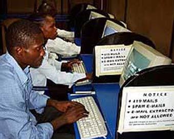 Нигерийское интернет-кафе, кадр CNN