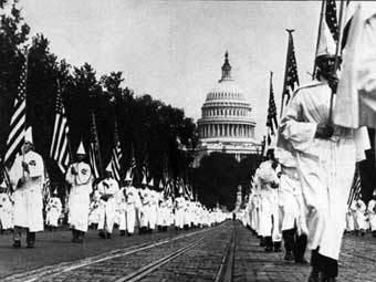 Марш Ку-Клукс-Клана в Вашингтоне, 1920-е годы, иллюстрация с сайта www.wikipedia.org