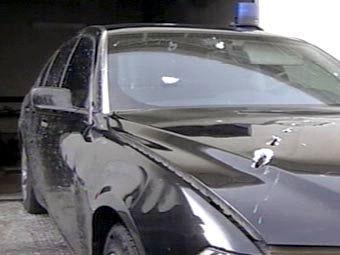 Автомобиль Анатолия Чубайса после покушения. Кадр НТВ, архив