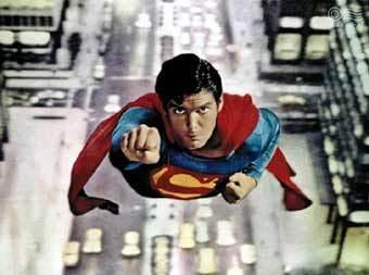Супермен летит спасать мир. Фото с сайта www.frameonline.it