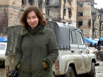 Наталья Эстемирова в Грозном, 2004 год. Фото из архива (c)AFP