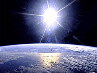 Восход Солнца над Землей из космоса. Фото NASA