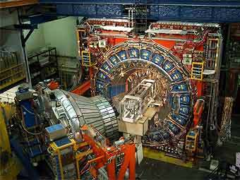 Детектор CDF (Collider Detector at Fermilab). Снимок с сайта www-cdf.fnal.gov.
