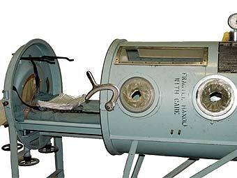 """Аппарат """"железное легкое"""". Фото с сайта kshs.org"""