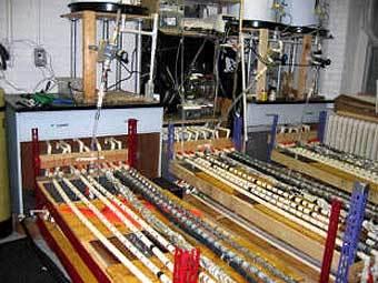 Установка, использованная в ходе исследований. Изображение с сайта факультета.