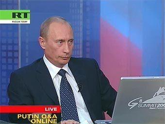Владимир Путин отвечает на вопросы во время интернет-конференции. Кадр телеканала Russia Today
