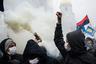 Украинские националисты выкрикивают лозунги и поджигают дымовые шашки на шествии по случаю 70-й годовщины создания Украинской повстанческой армии в  Киеве, 14 октября 2012 года
