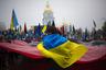 Украинские националисты развернули красно-черный флаг УПА  во время марша в честь 70-летия Украинской повстанческой армии в Киеве, 14 октября 2012 года