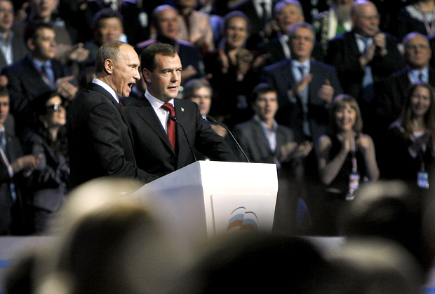 Владимир Путин и Дмитрий Медведев на XII съезде партии «Единая Россия» на Малой спортивной арене спорткомплекса «Лужники»