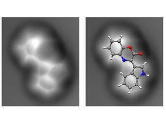 Полученная экспериментально картина молекулы цефаландола А (слева) и наложение на нее схематической структуры (справа). Изображение пресс-службы IBM