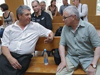 Сергей Наумов и Владимир Ткачев в зале суда. Фото Владимира Федоренко/РИА Новости