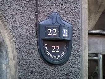 """Дом, в котором милиционер сидел в засаде. Кадр телеканала """"Россия 24"""""""