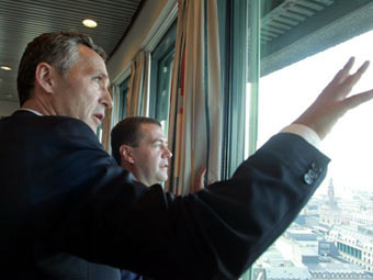 Йенс Столтенберг и Дмитрий Медведев. Фото (c)AFP