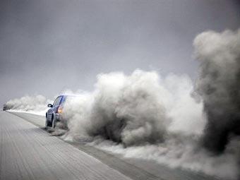 Пепел от извержения Эйяфьятлайокудля. Фото (c)AFP