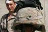 Американский солдат демонстрирует задержавший пулю кевларовый шлем. Фото с сайта marines.mil