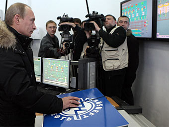 Владимир Путин запускает ВСТО. Фото с сайта premier.gov.ru