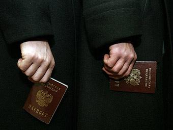 Вправе ли чиновник ФМС лишить россиянина паспорта и гражданства РФ: Россия