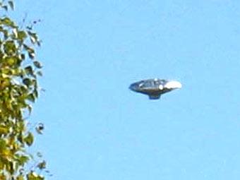 Летящий  шар семьи Хин. Кадр видеозаписи, переданный в эфире CNN