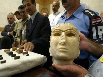 """Возвращенная в 2003 году в Национальный музей Ирака маска """"Богиня из Урука"""". Архивное фото (c)AFP"""