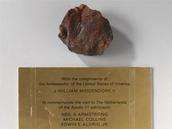 """""""Лунный камень"""" из музея Рейксмюсеум. Фото (c)AP"""