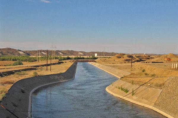 Начало 300-километрового канала Черный Иртыш — Карамайские нефтепромыслы