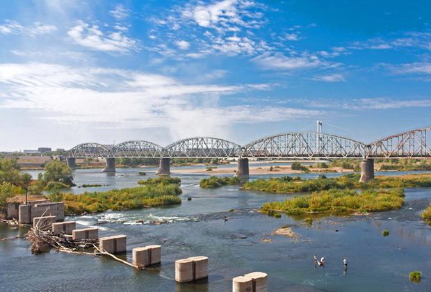 Река Иртыш в городе Семей, Казахстан