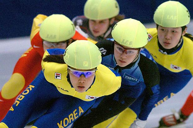 Корейские шорт-трекистки на чемпионате мира 2004 года в Гетеборге
