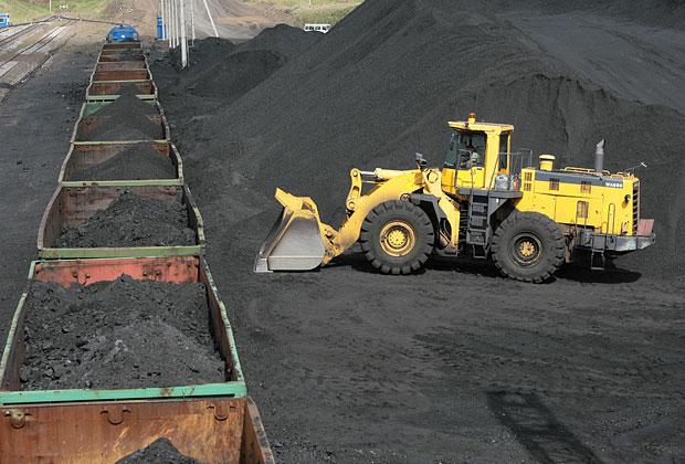 Погрузка угля в полувагоны на Кузбассе