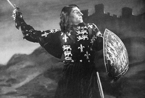 Лоуренс Оливье в роли Ричарда III на сцене театра «Олд-Вик»