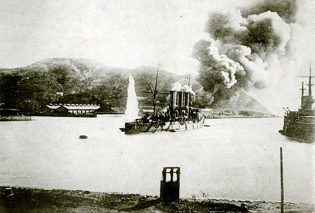 Крейсер «Паллада» под обстрелом в гавани Порт-Артура, 1904 год