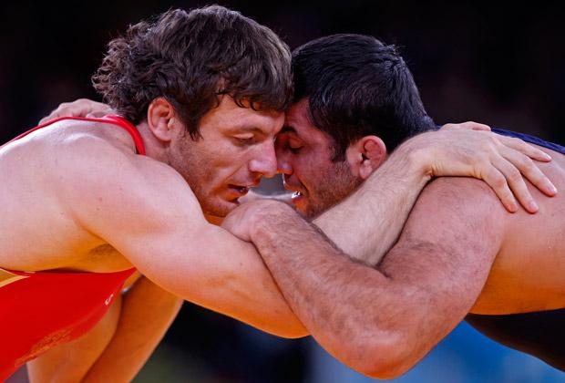 Россиянин Рустам Тотров (слева) на Олимпийских играх 2012 года