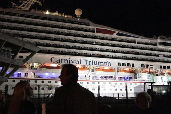 «Карнивал Триумф» в порту Мобил (Алабама)