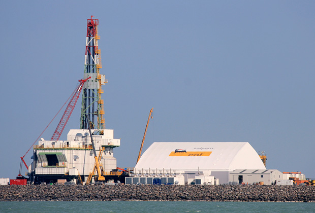 Буровая вышка на месторождении «Кашаган» в Каспийском море
