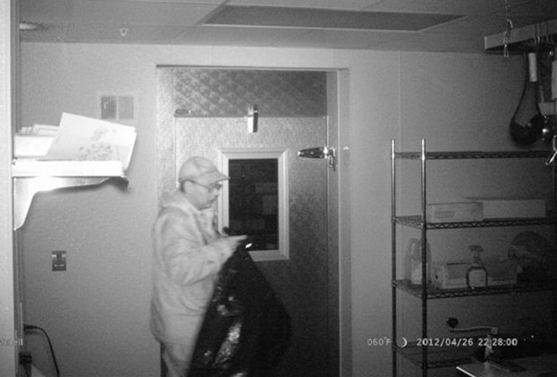 Кристофер Найт во взломанном частном доме