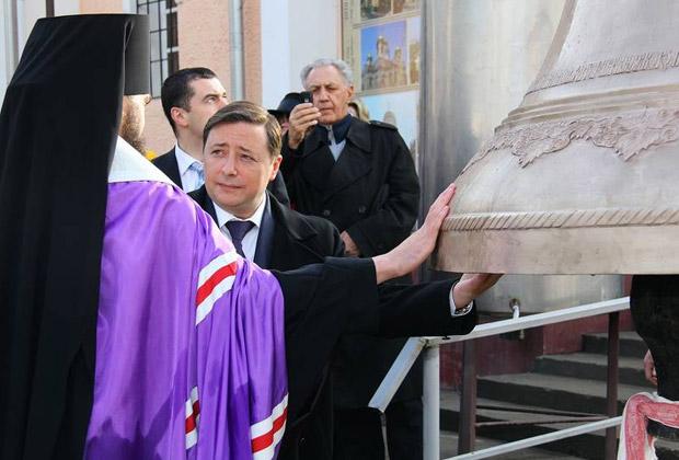 Александр Хлопонин во время церемонии освящения колоколов Спасского собора Пятигорска