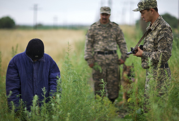 Задержание сборщика конопли в Чуйской долине