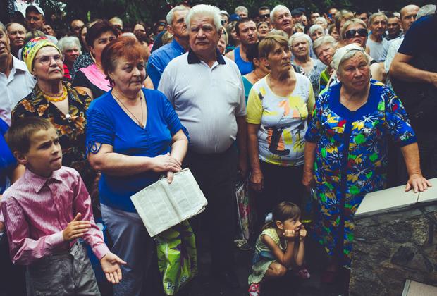 Митинг у здания РОВД Врадиевки 4 июля 2013 года