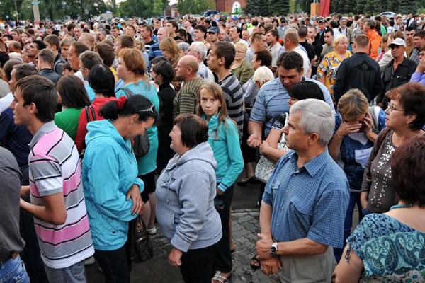 Участники народного схода в Пугачеве
